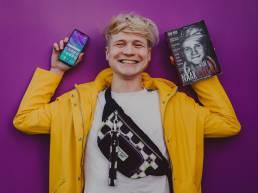 Voor Huawei heeft influencer marketing bureau We Are First een creatieve campagne opgezet met influencer Kalvijn