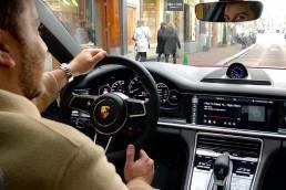 Voor Porsche heeft influencer marketing bureau We Are First een creatieve campagne opgezet met influencer Ron Simpson om de Panamere Hybrid onder de aandacht te brengen.